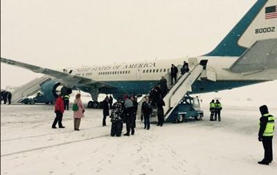Госсекретарь США Керри прилетел в Украину