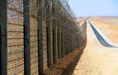 Саудовская Аравия строит стену на границе с Ираком