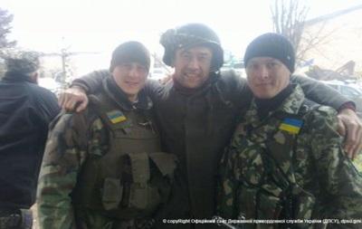 Российский актер посетил украинских пограничников в зоне АТО