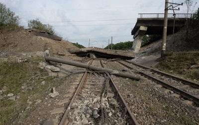 На Донецькій залізниці обстріляли енергетиків, троє людей загинуло