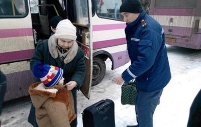 Рятувальники другий день не можуть вивезти людей з Дебальцевого та Авдіївки