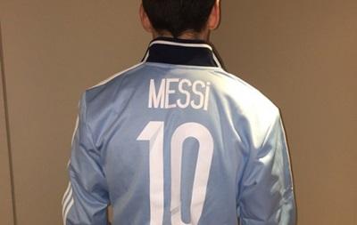 Месси отметил 10 млн подписчиков в Instagram специальной футболкой
