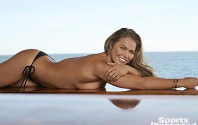 Чемпионка UFC снялась в откровенной фотосессии для спортивного журнала