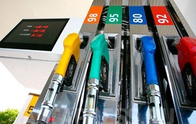 В Україні продовжує дорожчати бензин