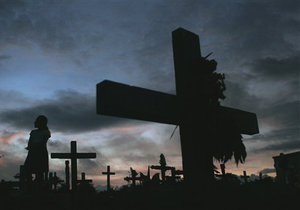 В Житомирской области местный житель повредил памятники на десяти могилах