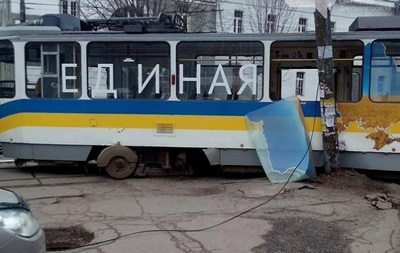 Трамвай  Єдина країна  у Дніпропетровську зійшов з рейок