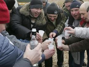 Россияне полагают, что стали больше пить со времен Горбачева
