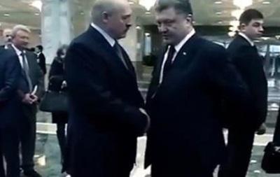 В сеть попал разговор Порошенко и Лукашенко о  грязной игре  на переговорах