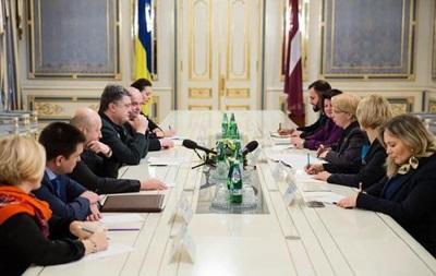 Опасность эскалации конфликта на Донбассе еще существует – Порошенко