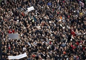 Президент Туниса отреагировал на призывы уйти в отставку увольнением правительства
