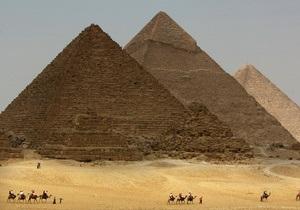 Археологи приступили к раскопкам солнечной ладьи у пирамиды Хеопса