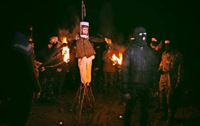 В Мариуполе сожгли чучело Януковича