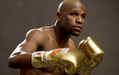 Мейвезер подарит британскому боксеру билет на бой с Пакьяо