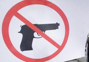 Житель Луганска открыл стрельбу по автомобилям в центре города