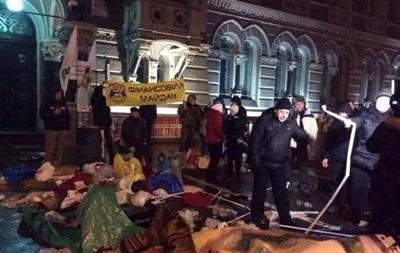 Митингующие под Нацбанком мешали движению транспорта – МВД