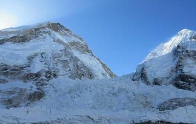 Еверест страждає від людських випорожнень