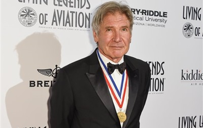 Актер Харрисон Форд разбился на легкомоторном самолете в США
