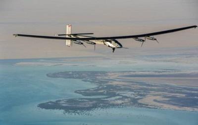 Літак на сонячних батареях спробує облетіти Землю