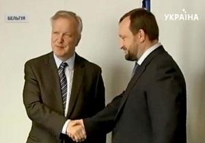 Арбузов в Брюсселе встретился с еврокомиссаром Карелом де Гюхтом