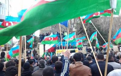 Баку: тысячи протестовали против девальвации маната