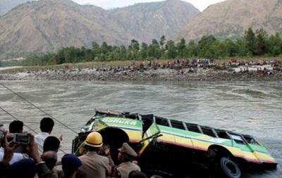 Черговий автобус впав у прірву в Південній Америці: 12 загиблих