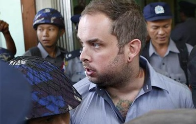 В Бирме трое сели в тюрьму из-за Будды в наушниках