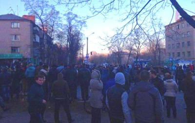 На месте двух ДТП в Константиновке снова собирается митинг
