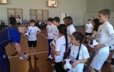 Евертон в одній зі шкіл Києва провів тренування для дітей