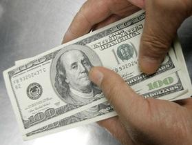 Доллар на межбанке упал на пять копеек