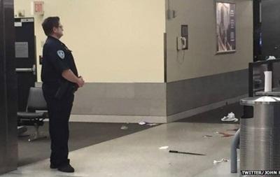 В США мужчина напал на сотрудников аэропорта, полиция открыла огонь