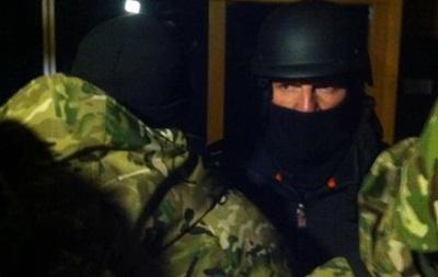 Порошенко поручил разоружить всех лиц, находящихся в здании Укрнафты