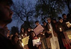 Акция протеста в Пакистане: дорогу перекрыли гробами