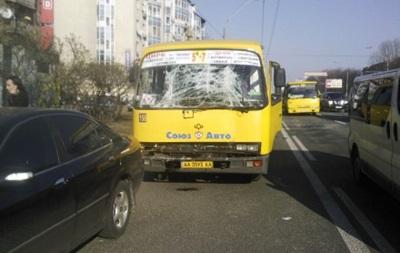 В Киеве столкнулись две маршрутки, 11 человек получили травмы