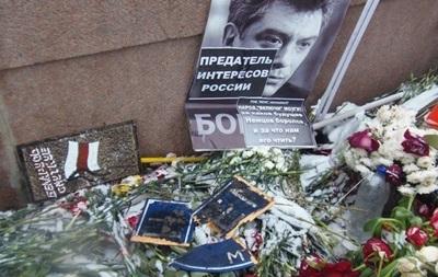 Вандали сплюндрували меморіал на місці вбивства Нємцова