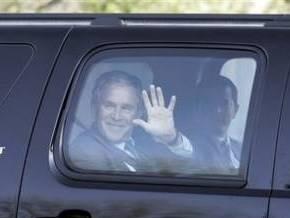 Райс подписала контракт на издание мемуаров, а Буш отказался от места продавца в магазине