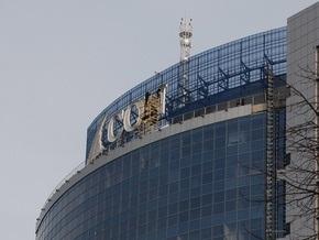 С офисного небоскреба в Киеве снимают логотип крупной инвесткомпании