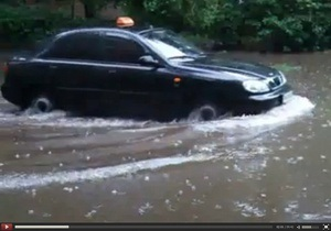 Из-за сильных ливней в Киеве возникли проблемы с водоотводом