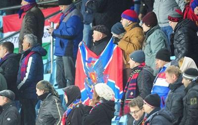 Российским фанатам запретили вывешивать флаг ДНР на матче с Черногорией