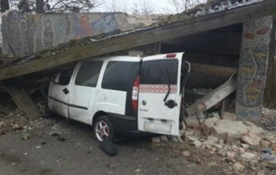 На Львівщині Fiat влетів у зупинку, п ятеро загиблих