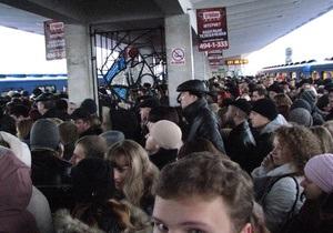 Сегодня утром на красной ветке киевского метро почти полчаса не ходили поезда