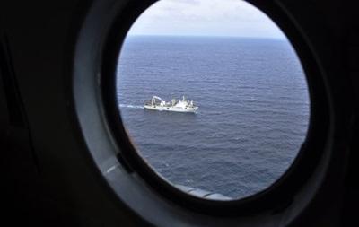 В Охотському морі відновилися пошуки рибалок з траулера Далекий Схід