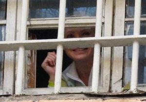 Власенко: Тимошенко не может самостоятельно передвигаться