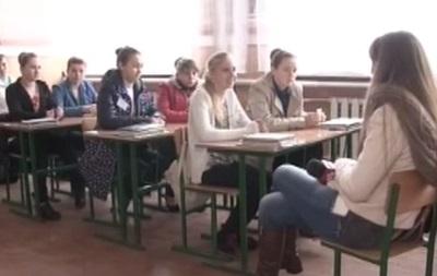 В Ровенской области учительница пробила ручкой руку ученицы