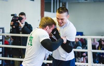 Александр Усик не только хорошо боксирует, но и неплохо танцует