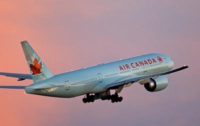 Канадский Boeing совершил вынужденную посадку из-за дебошира