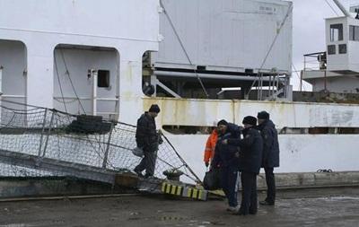 В Охотском море прекращены поиски моряков затонувшего траулера