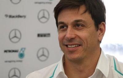 Глава Mercedes прокомментировал конфликт между Росбергом и Хэмилтоном