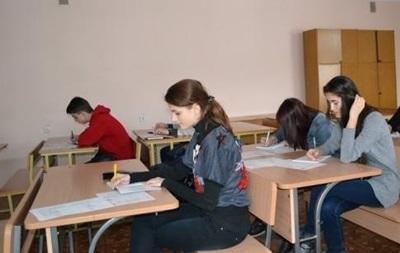 Российские школьники массово переводятся в Крым