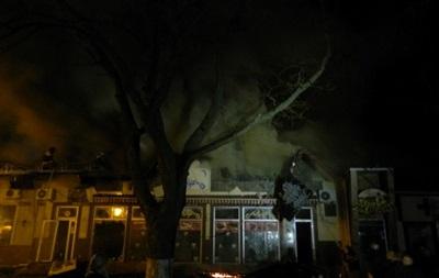 В Херсоне более шести часов тушили пожар в кафе и магазине