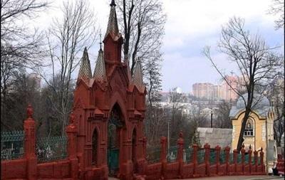 У Києві заборонили парковку біля кладовищ у поминальні дні